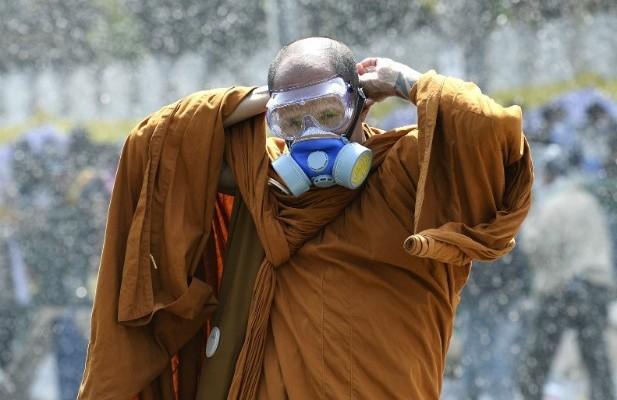 tibeten-monk-e1451531180670-617x400-1